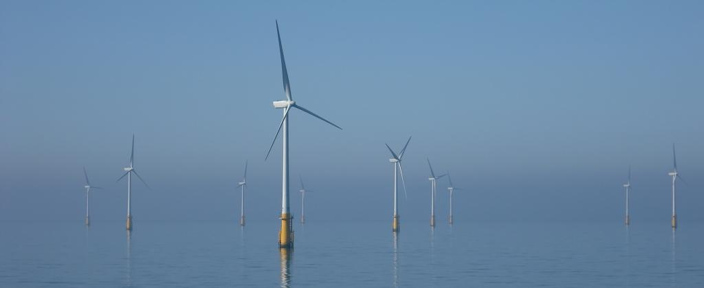 Every $1 invested in scaling up global offshore wind production generates a $2-17 benefit. Photo: Wikimedia Commons