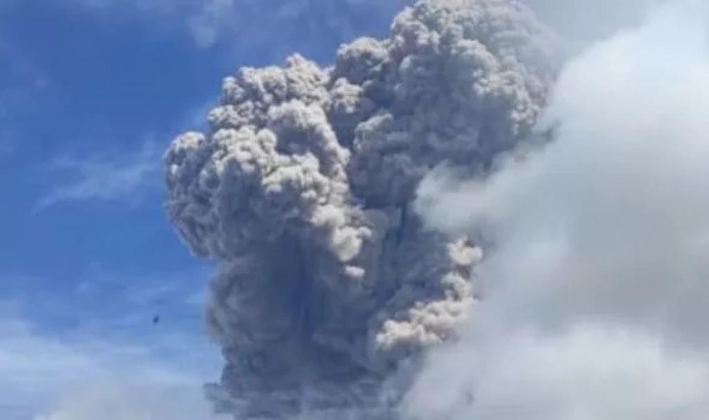 Mount Sinabung eruption in Indonesia sends smoke flying 5 km