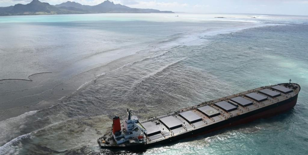 Oil spill could devastate Mauritius' coral reefs. Photo: Ariel Saramandi @Ariel_Saramandi