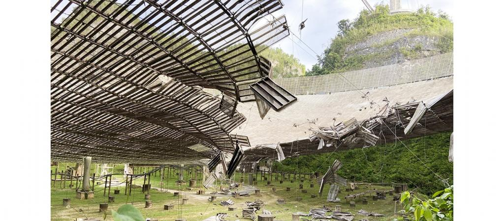 The iconic Arecibo radio telescope in Puerto Rico was damaged early on August 10, 2020, when a snapped steel cable smashed into one of its antennas. It tore a 30-meter gash in its 307-meter-wide dish. Photo: University of Central Florida