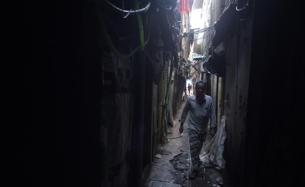 The narrow alleys of Naik Nagar, Dharavi. Naik Nagar residents said nobody ever came for screening or awareness. When they heard the news that Dharavi was peaking, they created a containment zone on their own. Photo: Adithyan PC