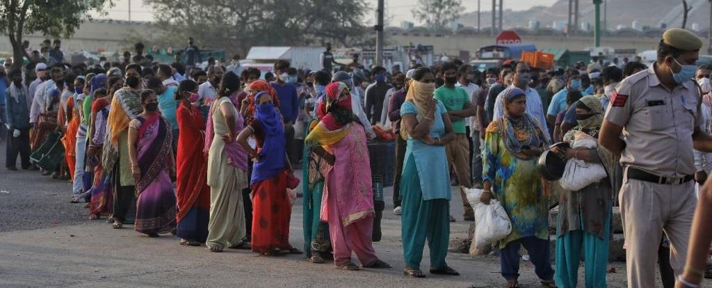 Lakhs of migrant workers lost their jobs and were evicted by the landlords after COVID-19 lockdown. Vikas Chaudhary