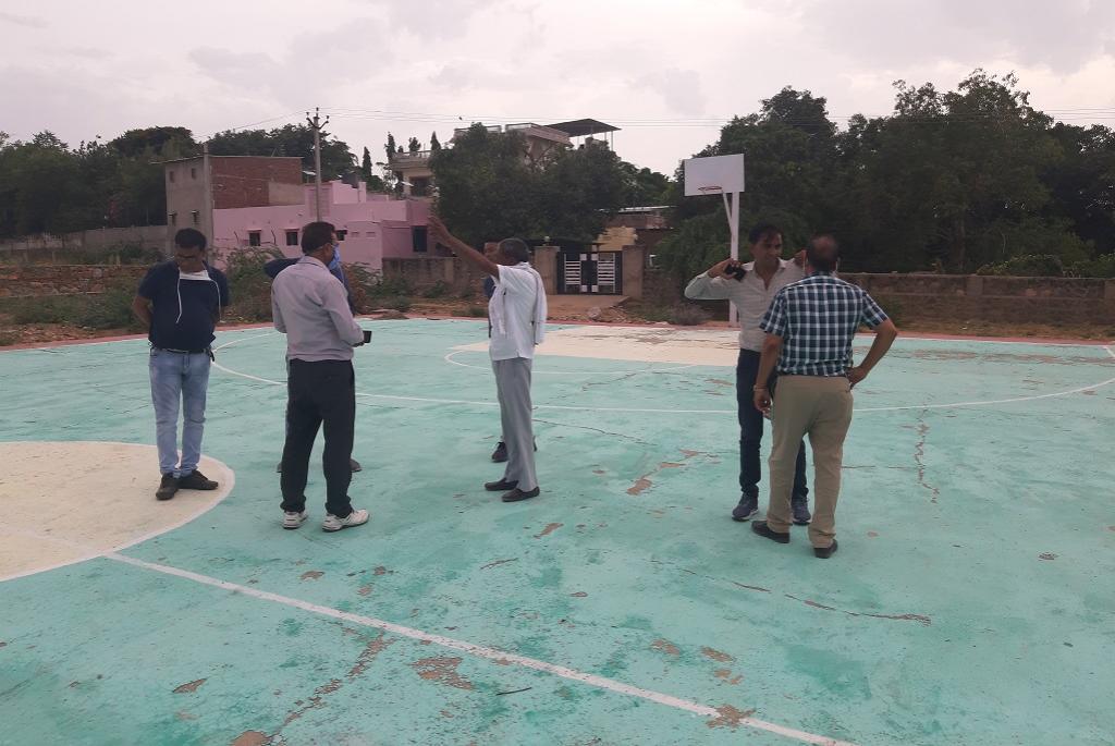 मनरेगा के तहत स्कूल में बनाया गया बैडमिंटन कोर्ट। फोटो: अनिल अश्विनी शर्मा