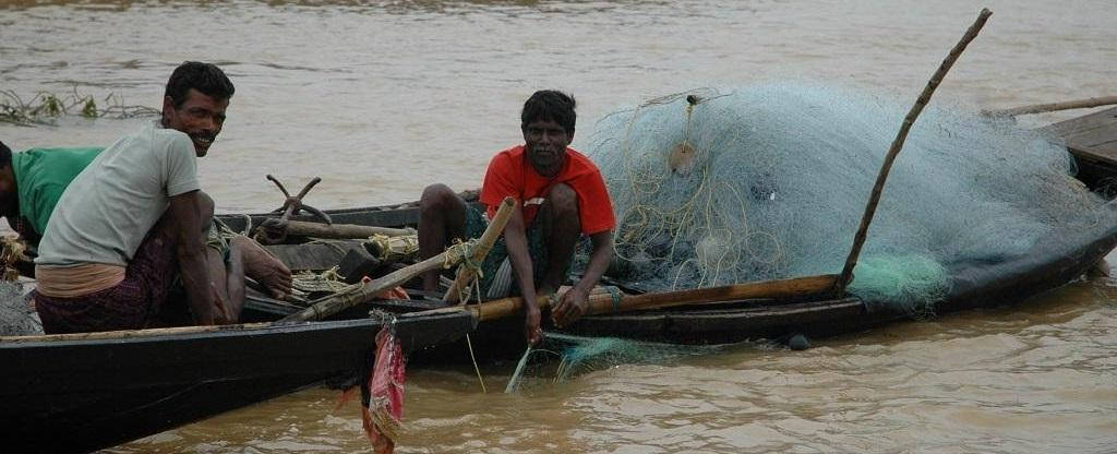 Fisher folk dependent on the Ganga's water for drinking are more likely to report higher incidences of diseases such as pneumonia, diarrhoea, cholera etc. Photo: Kumar Shambhav Shrivastava