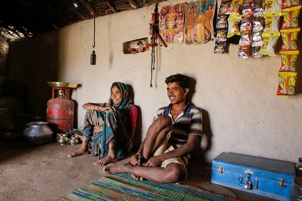 प्रधानमंत्री उज्ज्वला योजना के तहत रसोई गैस सिलेंडर तो मिल गया, लेकिन गरीब परिवार सिलेंडर नहीं भरवा पा रहे हैं। फोटो: विकास चौधरी