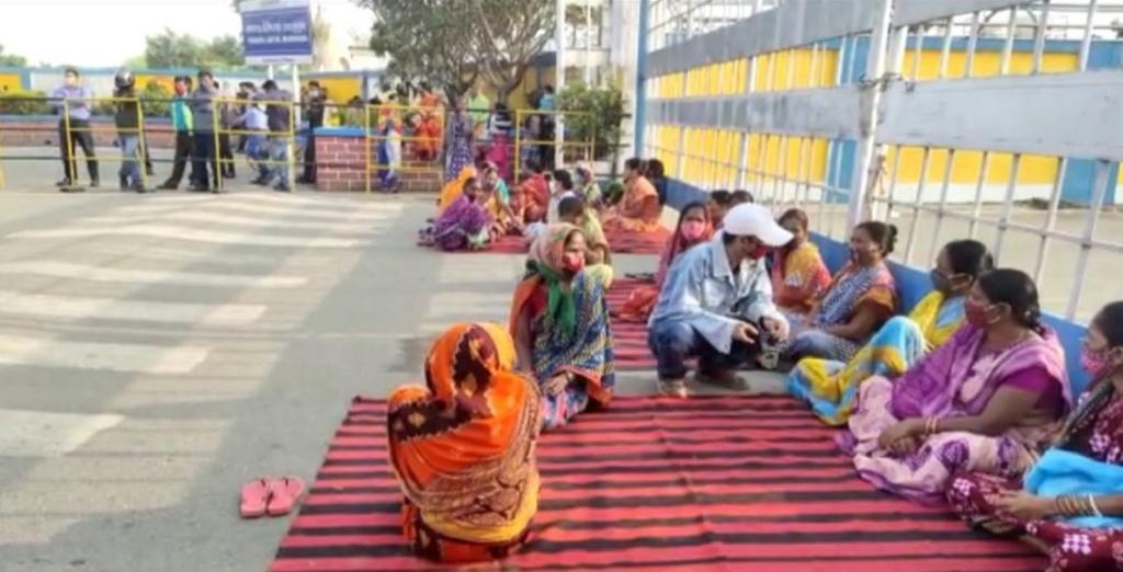 Vedanta smelter plant: Affected villagers end 12-hr dharna after written assurance from company. Photo: Amjad Badshah