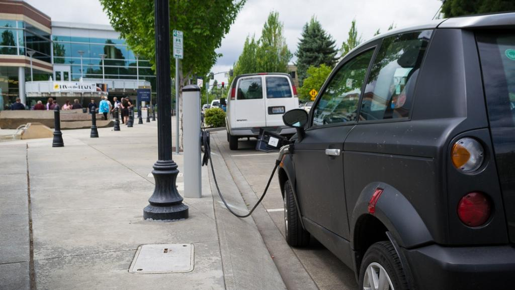 Charging points for electric vehicles in EU far below what is needed, says report. Photo: Wikimedia Commons
