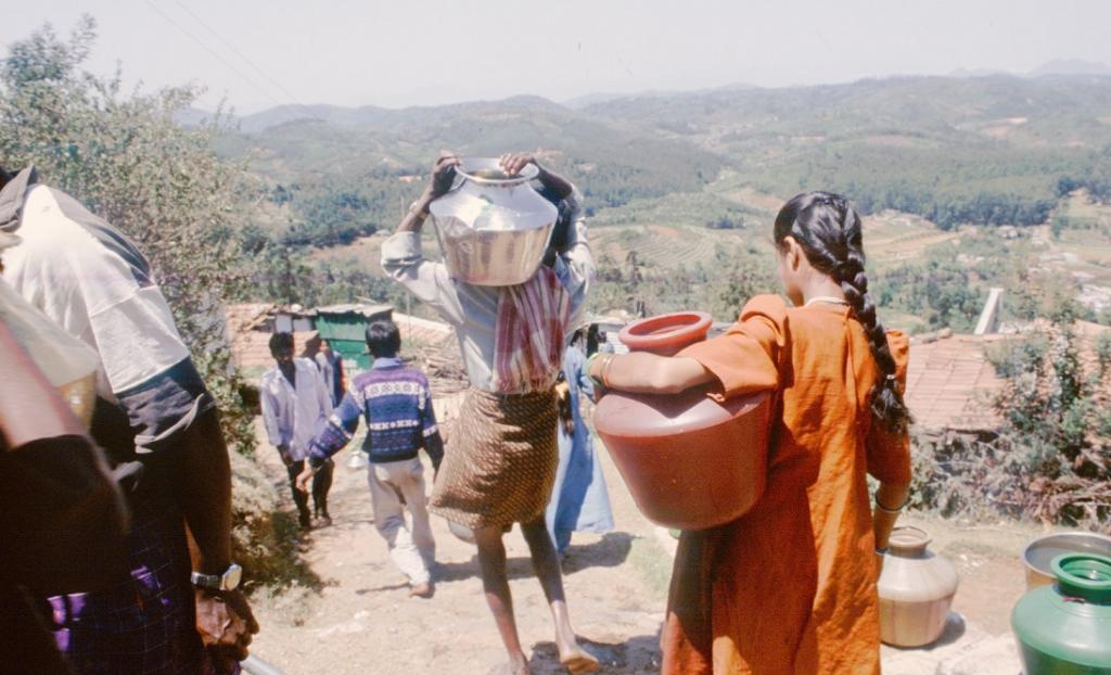 Injuries sustained while fetching potable water 'hidden health challenge': Study. Photo: Sunita Narain / CSE