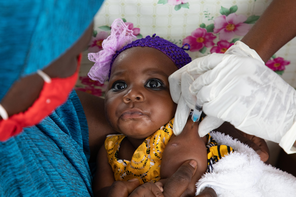 Need emergency action to avert measles and polio epidemics, warn UN bodies. Photo: UNICEF