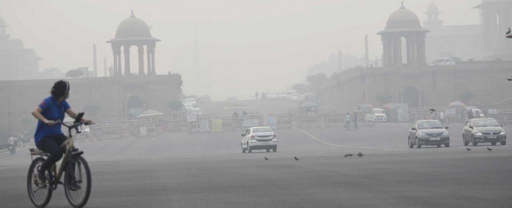 Air quality 'severe' in Delhi-NCR for sixth consecutive day. Photo: @sachinjacobk  / Twitter