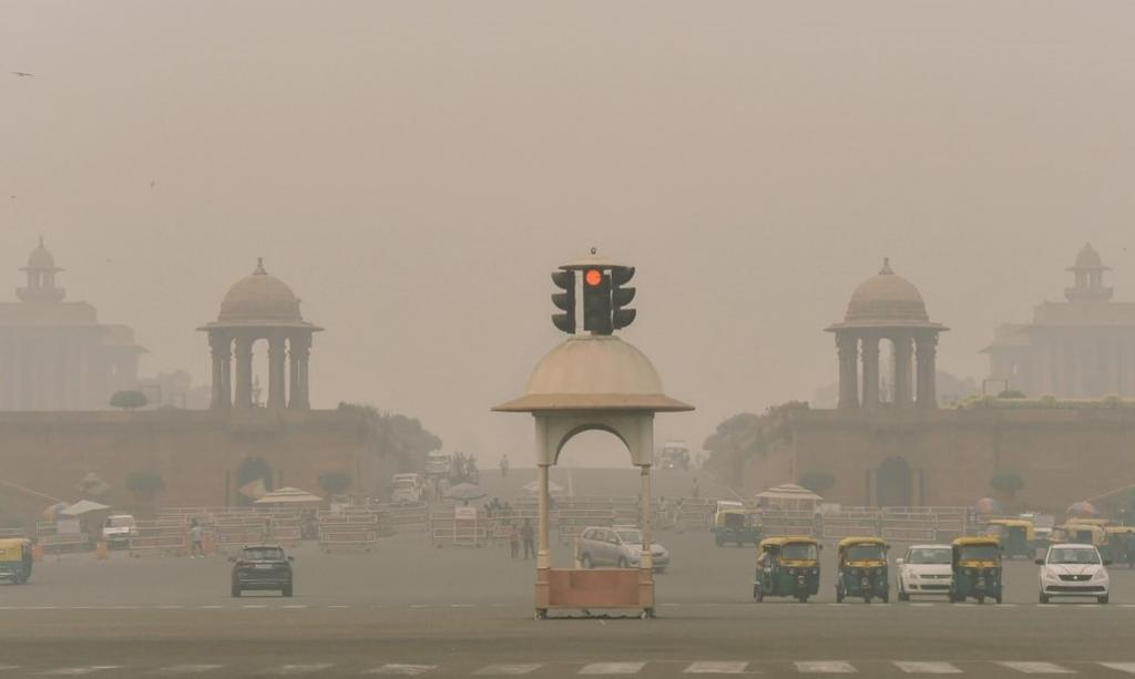 Air quality in Delhi-NCR improves slightly to 'very poor'. Photo: @mathur_sahab_17