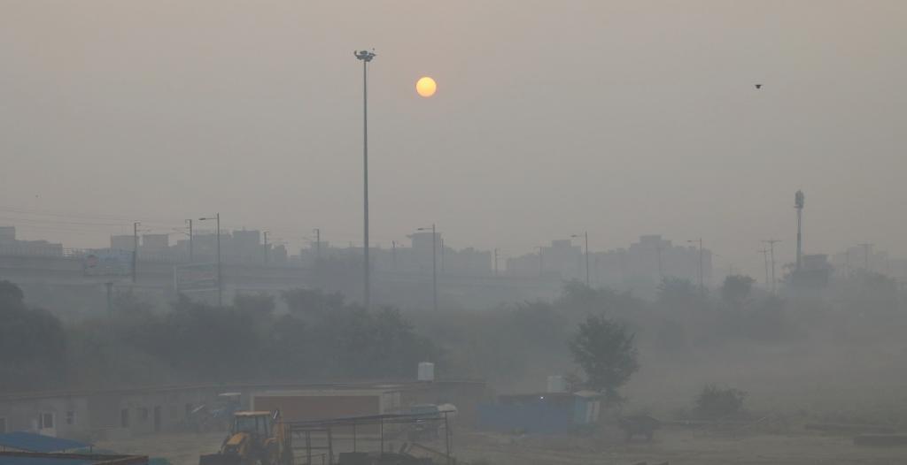 Air quality in Delhi breaches emergency mark post-Diwali. Photo: Vikas Choudhary