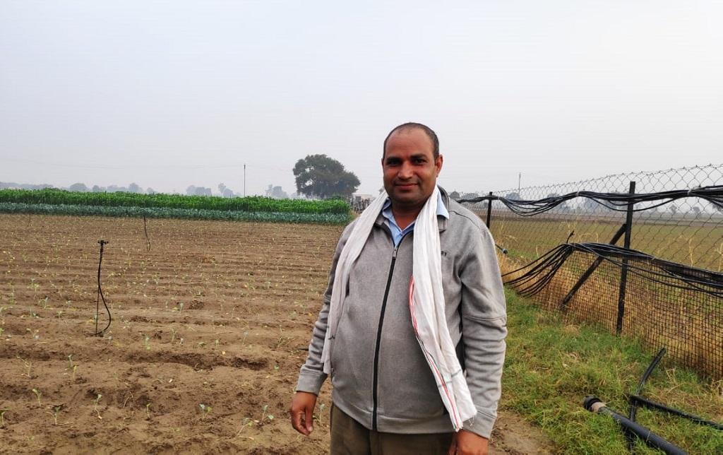हरियाणा के जिला गुड़गांव के गांव लोकरा के किसान अशोक कुमार। फोटो: भागीरथ
