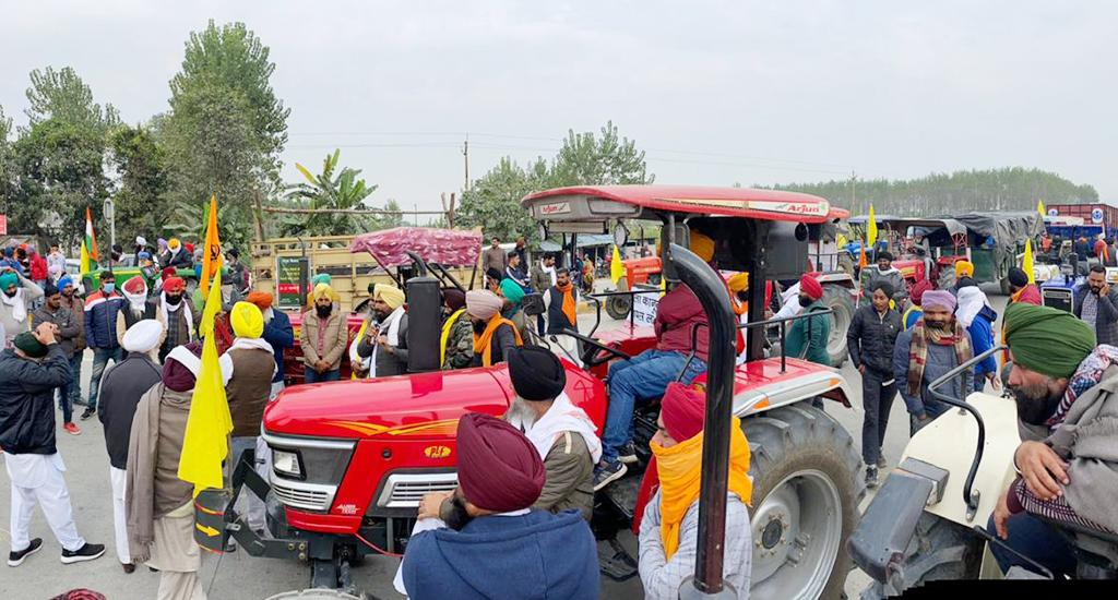 Thousands of protesting farmers led by Terai Kisan Sangathan marched towards Delhi. They were stopped by the Uttar Pradesh government on the Nainital-Delhi road, Uttarakhand border. Farmers have protesting since September, when the three bills were passed in Parliament.