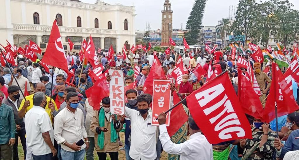 All India Krishak Khet Majdoor Sangathan, All India Trade Union Congress and other farmer and trader outfits took out a massive rally from Town Hall under All India Kisan Sangharsh Coordination Committee in Mysore, Karnataka.