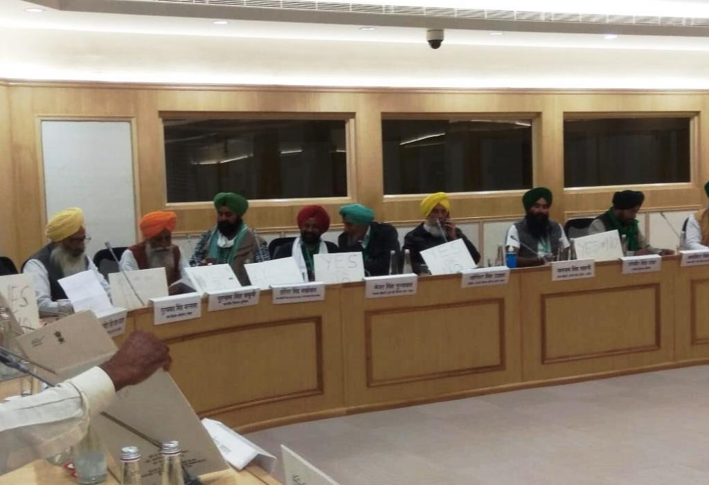 Farmer leaders, during the fifth round of talks with the Centre, went on a short silent break; they wanted the the Union government to respond in 'yes' or 'no' to their demands of complete repeal of the three farm laws.