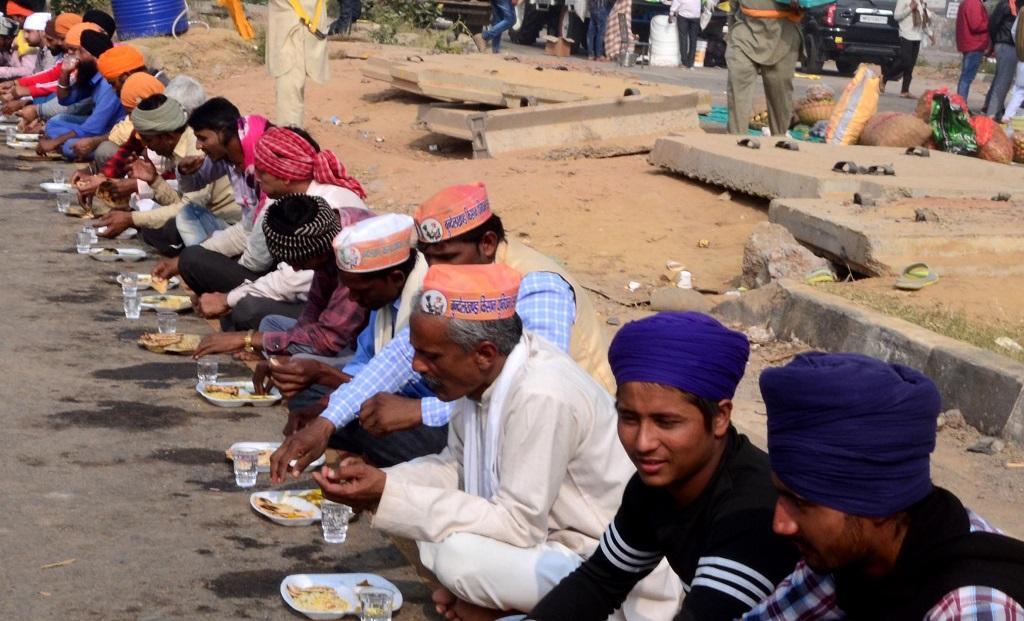 राजधानी दिल्ली की सीमा से लगभग 75 किलोमीटर दूर पलवल में ही पुलिस ने बुंदेलखंड और मध्यप्रदेश के किसानों को रोका हुआ है