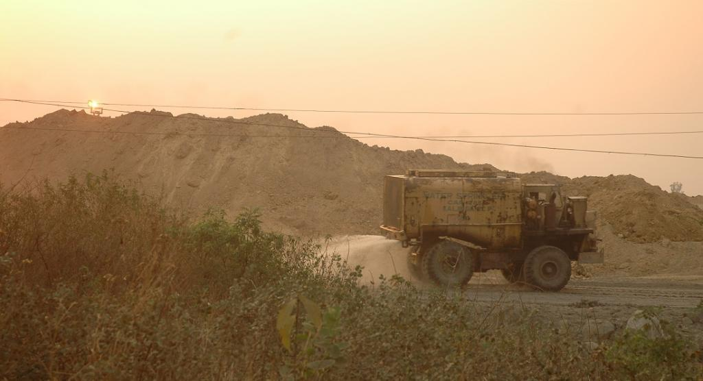 Coal mining to be allowed in non-forest areas after Stage I of forest clearance: Government. Photo: Agnimirh Basu / CSE