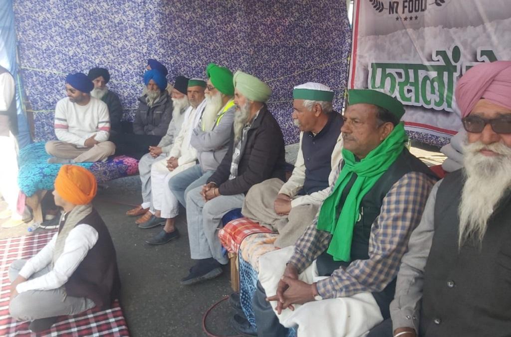 दिल्ली गाजीपुर बॉर्डर पर भूख हड़ताल पर बैठे किसान। फोटो: भाकियू