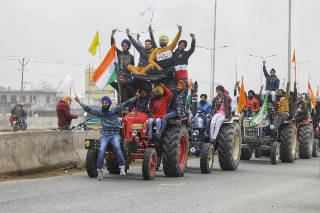 Protesting farmers take out a tractor rally in the National Capital Region. Photo: Vikas Choudhary