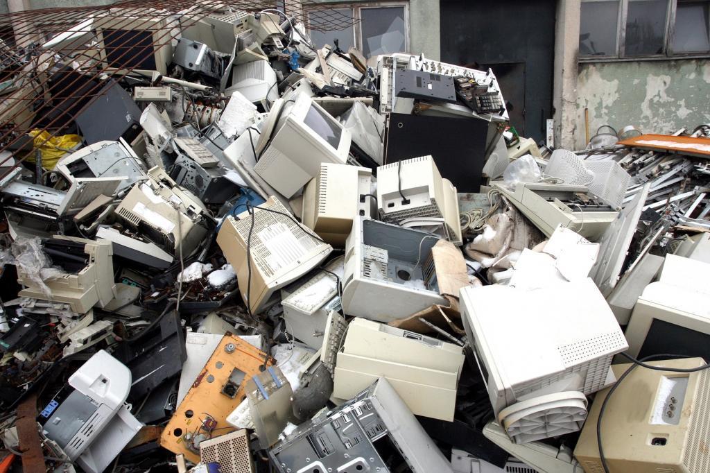 Over 18 million kids at e-waste dumpsites face threat of health hazards, says WHO. Photo: CSE / DTE