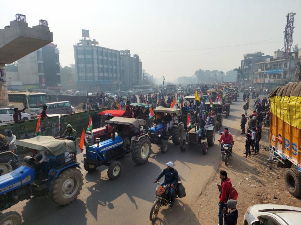 Photo : डाउन टू अर्थ, गणतंत्र दिवस के दिन किसानों की परेड।