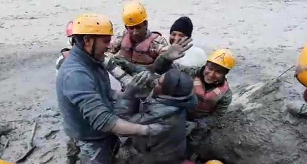 A screengrab of a video that showed ITBP men pulling out a labourer buried in the mud. Photo: Uttarakhand Police's Twitter Handle
