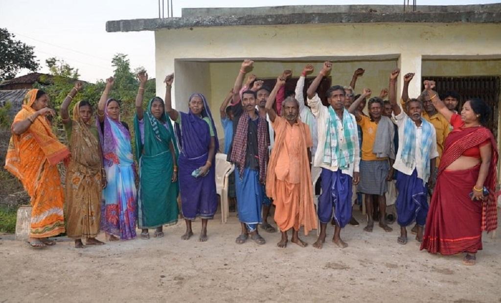 छत्तीसगढ़ के सोनाखान इलाके में अपनी जमीन को खनन से बचाने के लिए गांवों के लोग हर संभव प्रयास कर रहे हैं। फोटो: तेजस्विता