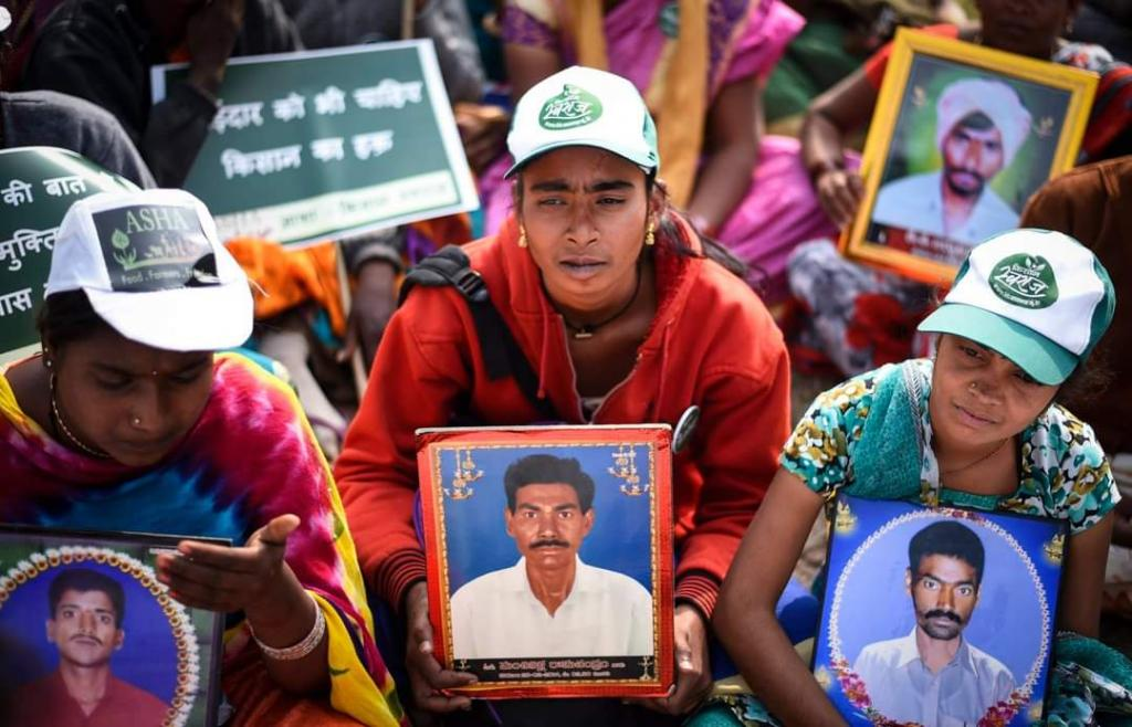 Family members of farmers who committed suicide demonstrate in Delhi (December 2018). Photo: Adithyan PC