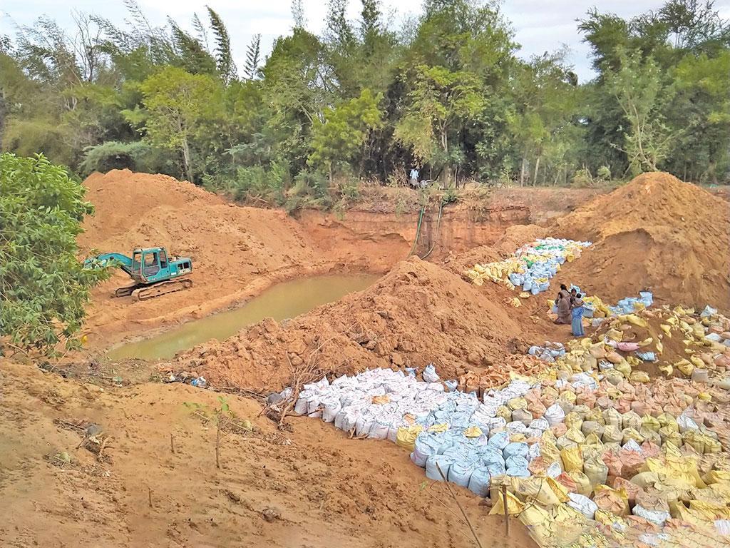 तमिलनाडु के तिरुवरूर जिले में कोडावसल ब्लॉक के वेदावर पंचायत में कुडामूर्ति नदी पर बनाया जा रहा एक अधस्तल बांध
