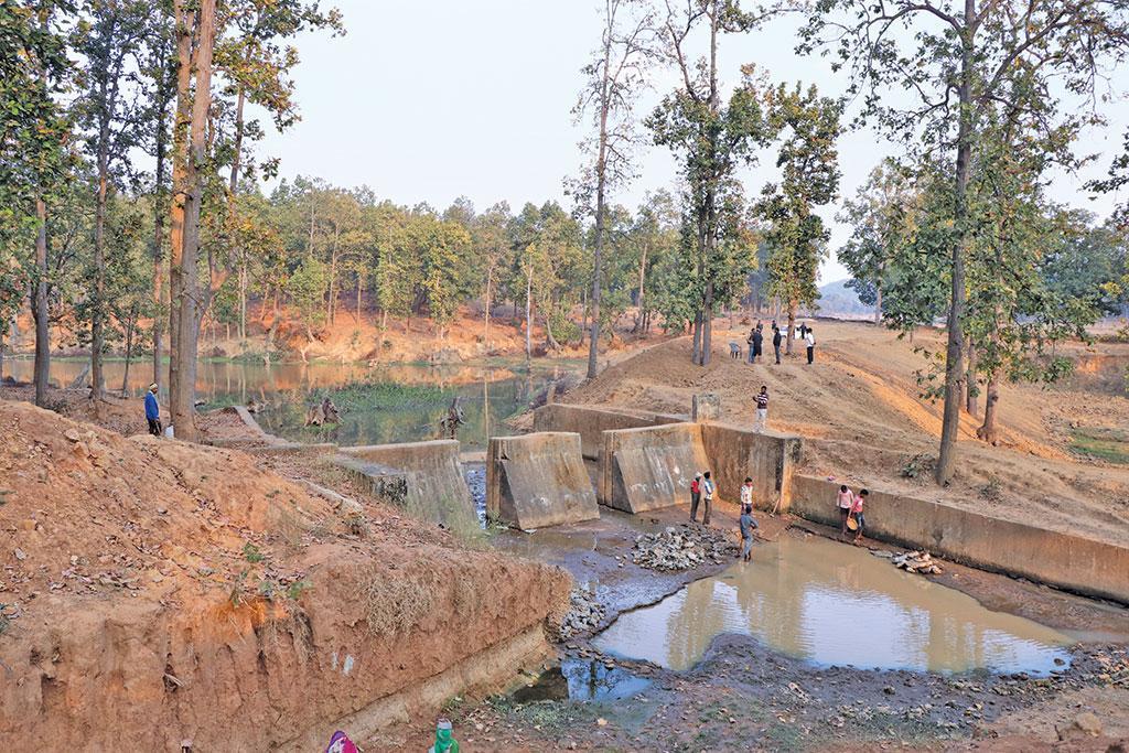 कुंदौर गांव में मनरेगा से बांध