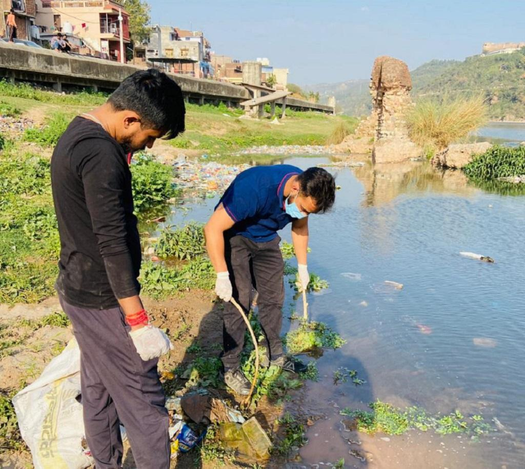 Jammu's youth are trying to save Tawi river but need support. Photo: Renu Kotwal