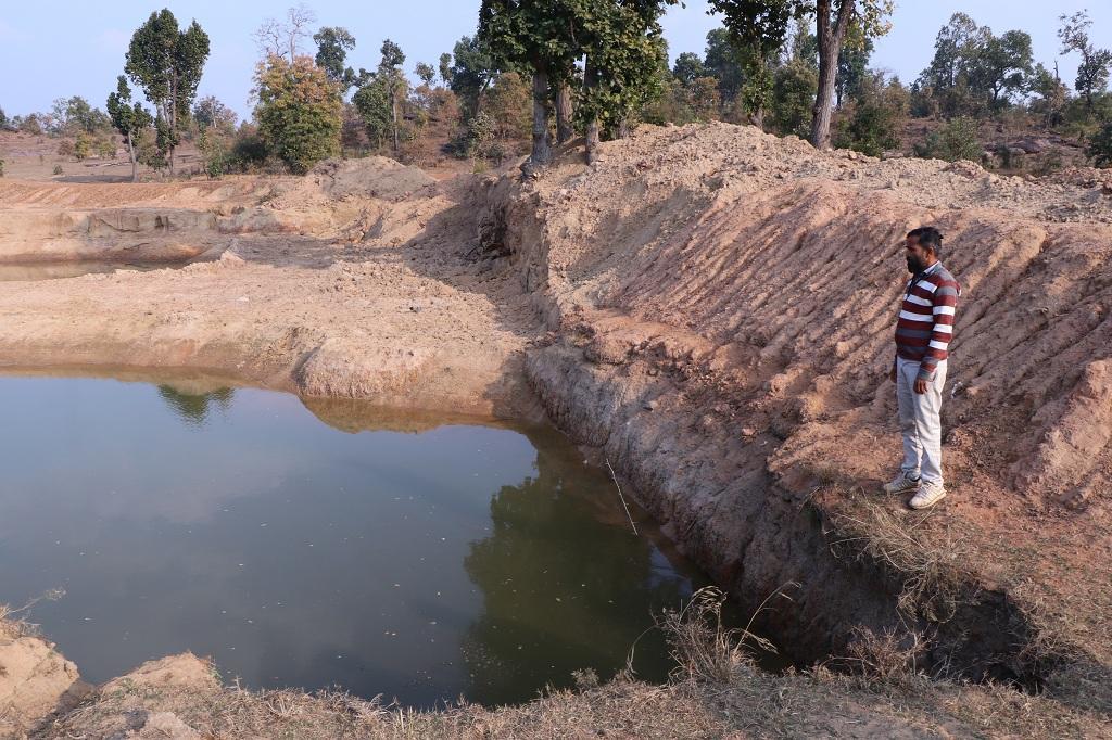 मनरेगा के तहत बनाय गया तालाब। फोटो: अनिल अश्वनी शर्मा