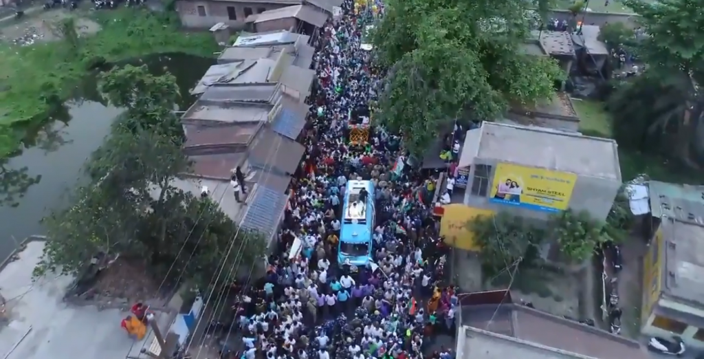 A Trinamool Congress roadshow in Budge Budge by Abhishek Banerjee, nephew of Bengal chief minister Mamata Banerjee and TMC member of parliament. The rally was held on April 8, 2021, when the country recorded over 130,000 fresh COVID-19 cases. Photo: abhishekaitc/Twitter