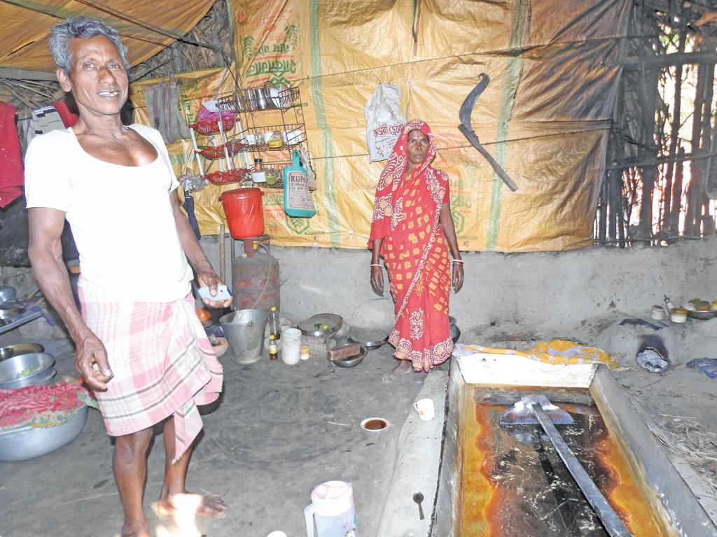 A siuli family boils date palm sap inside their house