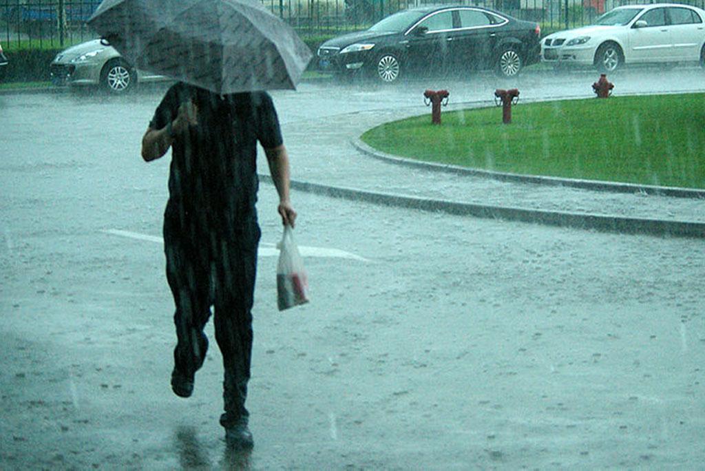 मौसम अपडेट: आज देश के अधिकतर भागों में बारिश और गरज के साथ बौछारें पड़ने का अनुमान है