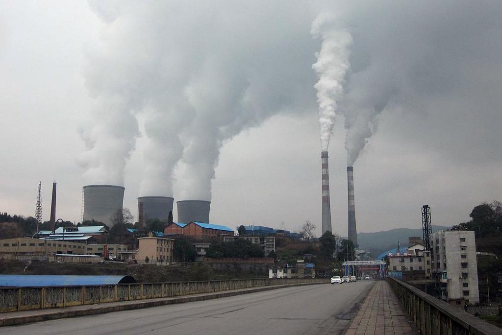चीन के हुनान शहर में एक थर्मल पावर प्लांट से होता उत्सर्जन, फोटो: विकीमीडिया