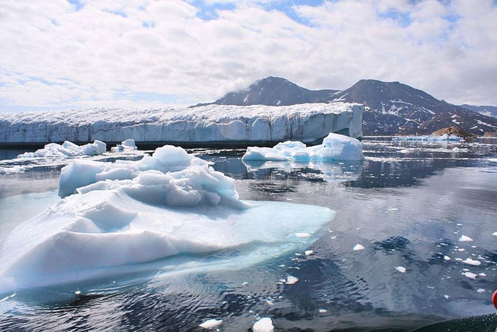 ग्रीनलैंड की बर्फ की चादर का एक हिस्सा टिपिंग प्वाइंट के करीब पहुंचा