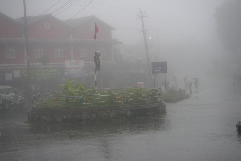 अगले 48 घंटों में पूर्वोत्तर भारत के कुछ हिस्सों में पहुंचेगा मानसून, देश के कई हिस्सों में जमकर बरसेंगे बादल