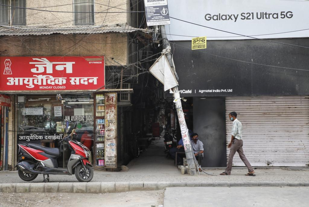 At Shakarpur, a busy commercial area in east Delhi, markets opened following the odd-even rule — the standard operating procedures set by the state. Shopkeepers at several corners of the city, however, reported to be unsure how to follow the system, leading to confusion and unintentional flouting of norms.