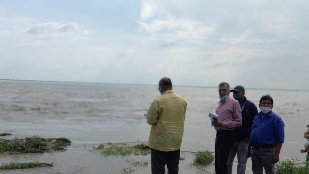 Rising floodwaters have washed away roads, small bridges and are threatening embankments in Bihar. Photo: @WRD_Bihar / Twitter