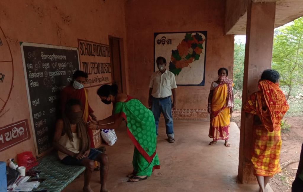 Kutia Kondha, a Particularly Vulnerable Tribal Group, being vaccinated in Odisha's Kandhamal district. Photo: By special arrangement
