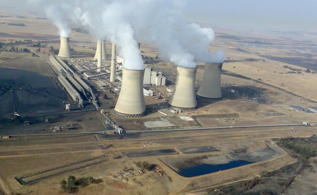The Arnot coal-fired power station in Middelburg, Mpumalanga, South Africa. Photo: Gerhard Roux via Wikimedia