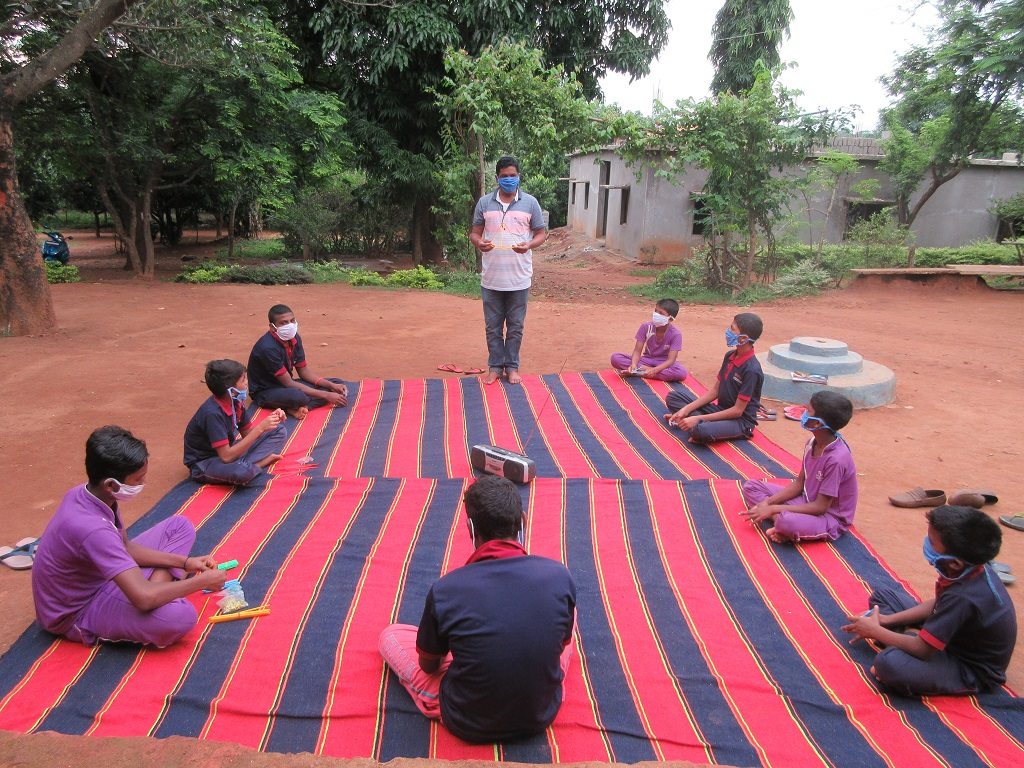 How Radio Dhimsa is helping Odisha's tribal students tide over the digital divide. Photo: Hrusikesh Mohanty