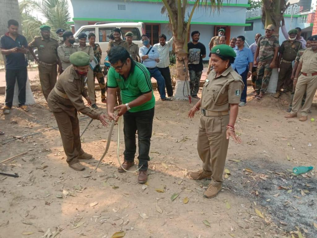 Suvendu Mallick Snake Help Line trains forest officials in Bhitarkanika to handle snakes. Photo: Ashis Senapati