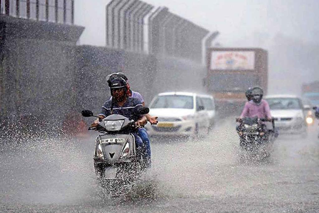 मानसून अपडेट: बारिश से दिल्ली-एनसीआर में गर्मी से राहत, इन राज्यों में होगी भारी बारिश