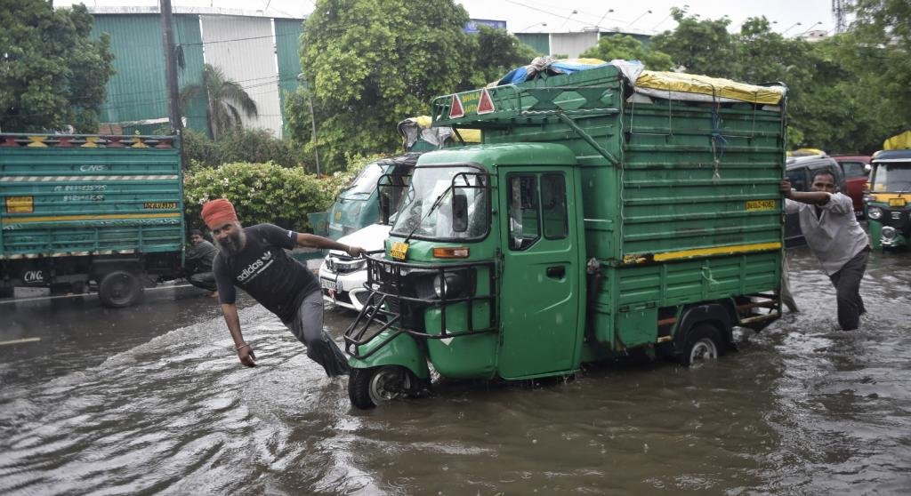 The IMD said the rainfall deficit of nearly 51 per cent that the national capital had recorded till July 17 was nearly covered. It added that moderate rain would continue through July 20. Photo: Vikas Choudhary