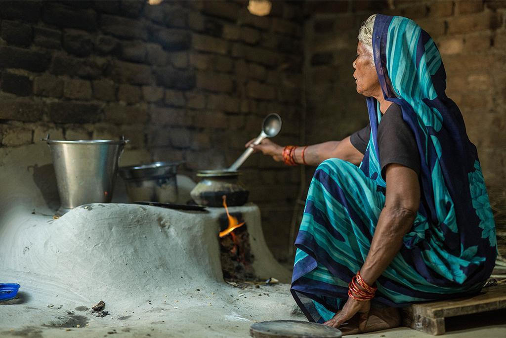 Burning wood, coal for cooking can cause blindness: Study