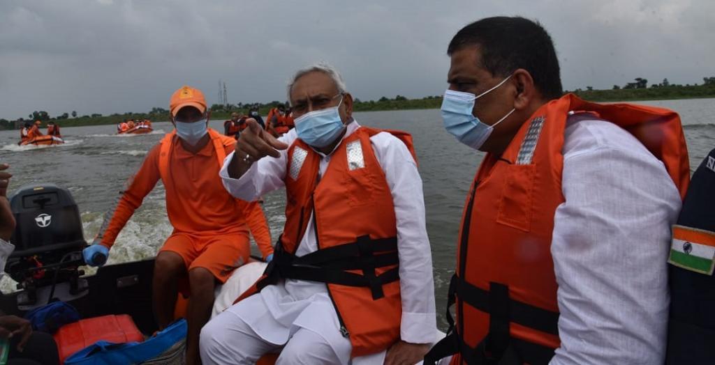Bihar CM Nitish Kumar surveys flood-affected areas of Darbhanga and Madhubani on August 31. Photo: @WRD_Bihar / Twitter