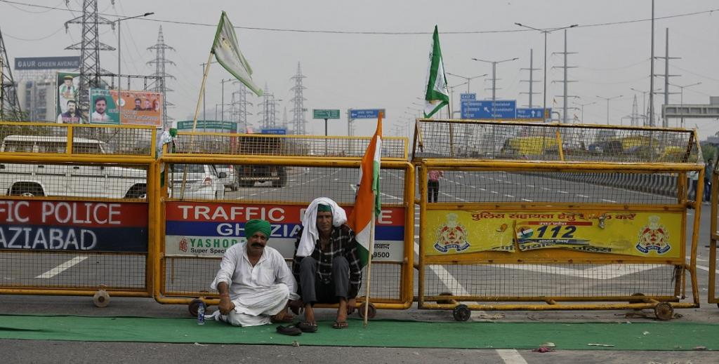 There were reports from both, Punjab and Haryana, of national highways, state highways, link roads and railway tracks being completely blocked, bringing road and rail traffic to a halt.  In other states like Rajasthan, Uttar Pradesh, Uttarakhand, West Bengal, Telangana, Andhra Pradesh, Maharashtra, Tamil Nadu, Karnataka and Madhya Pradesh, the shutdown evoked a mixed response. Here, two protestors sit near barricades put up by the administration at Ghazipur. Photo by Vikas Choudhary / CSE